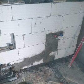 Rekonstrukce bytu v Bráníku - zahození šliců v ytongové předstěně