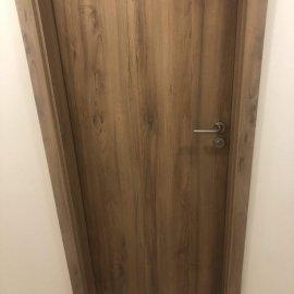 Rekonstrukce bytu v Bráníku - detail dveří