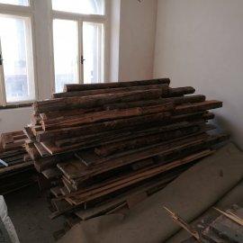 částečná rekonstrukce bytu - demontovaná prkenná podlaha