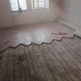 částečná rekonstrukce bytu - demontáž parket