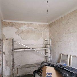 částečná rekonstrukce bytu - oškrábaná stěna