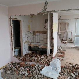 kompletní rekonstrukce bytu 3+1 - bourací práce